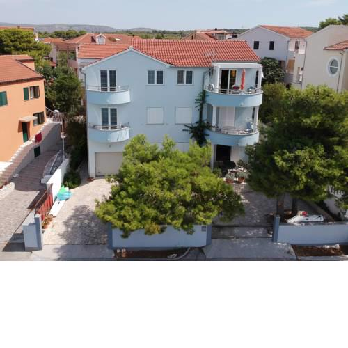 Apartments Zoric Brodarica