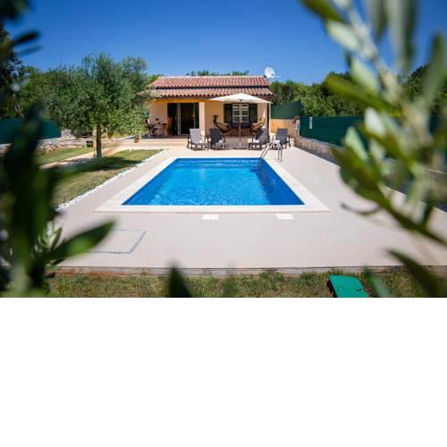 House Jozefina with pool